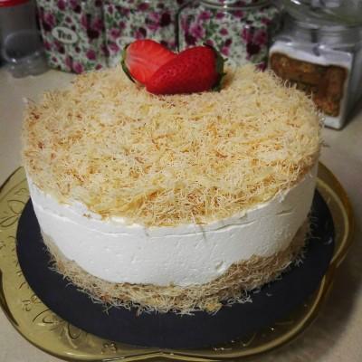 עוגת מוס גבינה ואטריות קדאיף