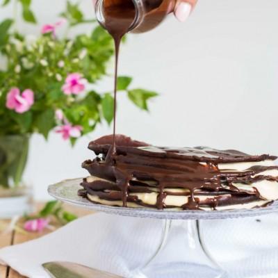 עוגת קרפ עם קרם פטיסייר-מסקרפונה וטופינג של שוקולד-קפה