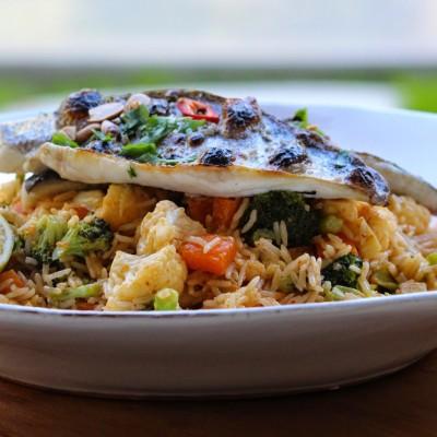 אורז מוקפץ עם ירקות חורפיים ודג