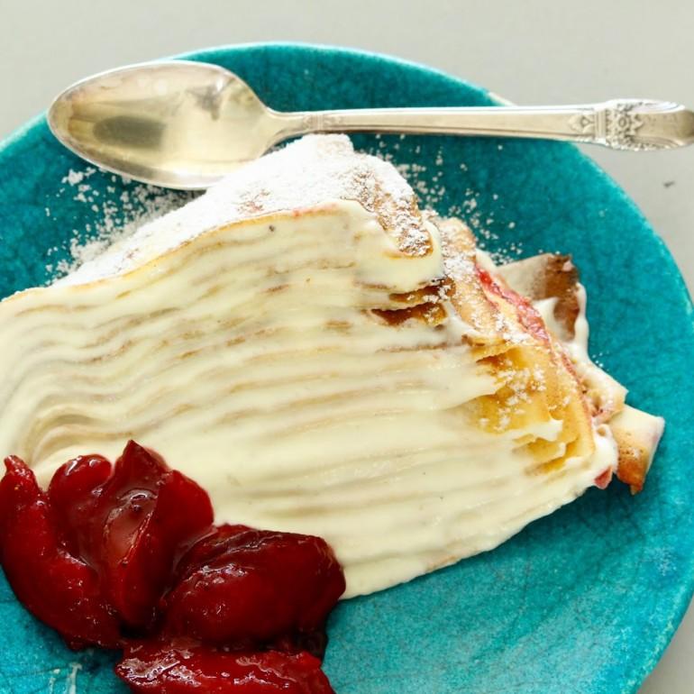 עוגת קרפ עם קרם וניל ושזיפים צלויים - משימת שכבות