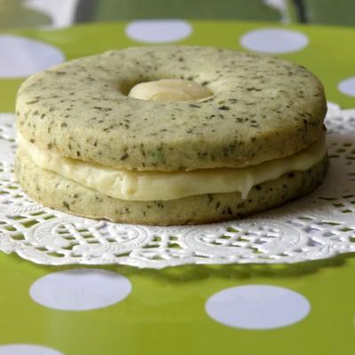 עוגיות סנדוויץ נענע עם שוקולד לבן ולימון