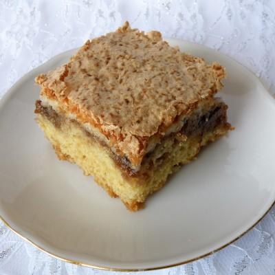 עוגת ריבה עם מקצפת קוקוס