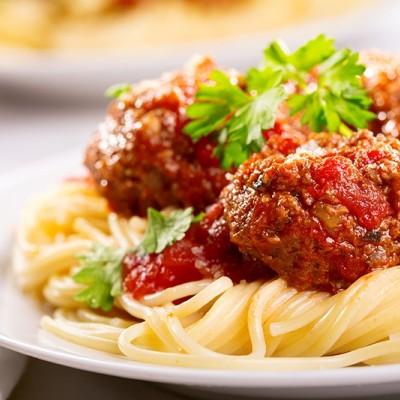 פסטה וקציצות ברוטב עגבניות