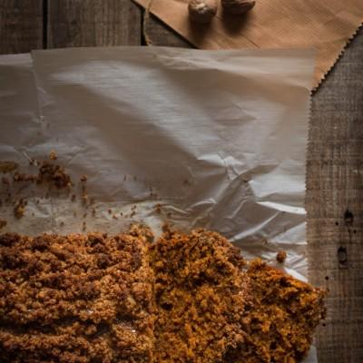 עוגה בחושה עם דלעת, תבלינים וקראמבל אגוזי מלך