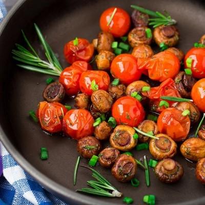 סלט פטריות ועגבניות חם