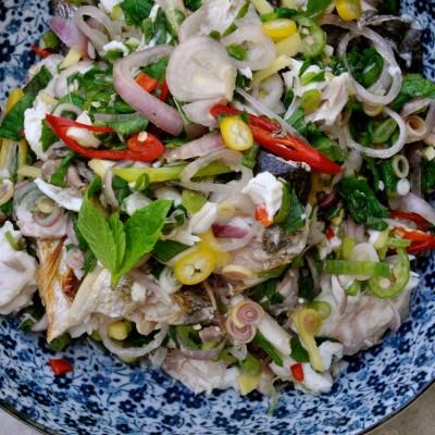 סלט דגים תאילנדי