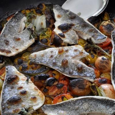 דג צלוי בתנור על קונפי של עגבניות שרי