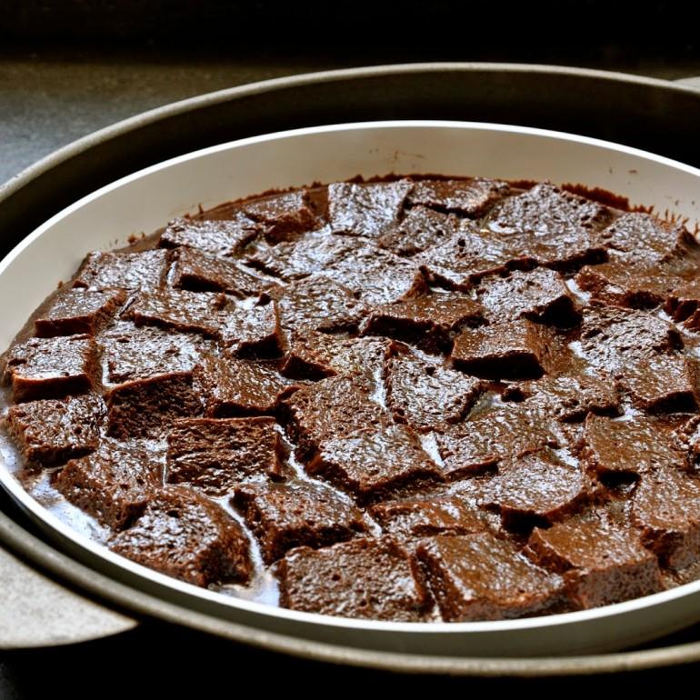 קוביות לחם אפויות בפודינג שוקולד