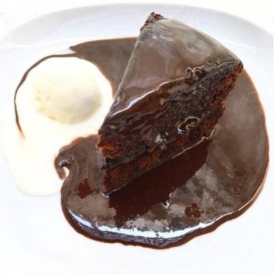 עוגת שוקולד מושחתת ועסיסית במיוחד
