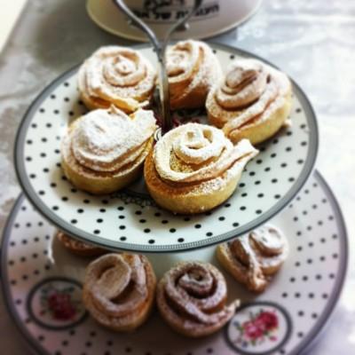 עוגיות שושנים ורדרדות עם פטנט